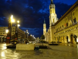 Plaza del Pilar de noche (Zaragoza, España)