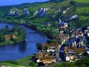 El río Sena a su paso por Les Andelys (Francia)