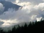 Nubes entre las montañas