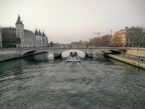 Barco por el río Sena