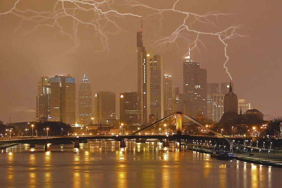Tormenta eléctrica sobre Frankfurt (Alemania)
