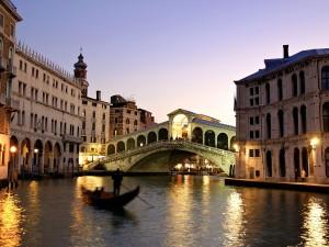 Luces en el Puente de Rialto (Venecia, Italia)