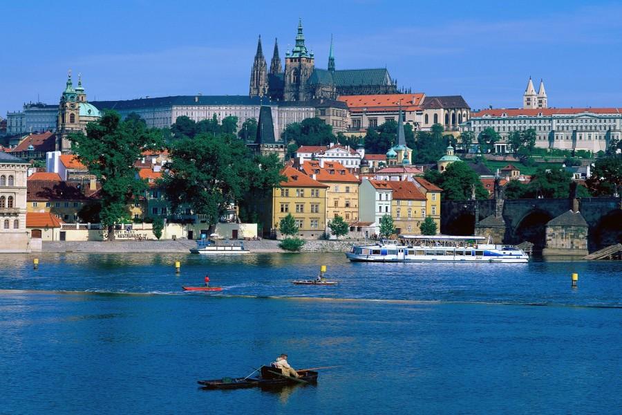 Navegando por el río Moldava (Praga)