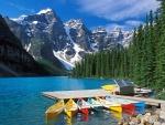Canoas en el lago Moraine (Canadá)