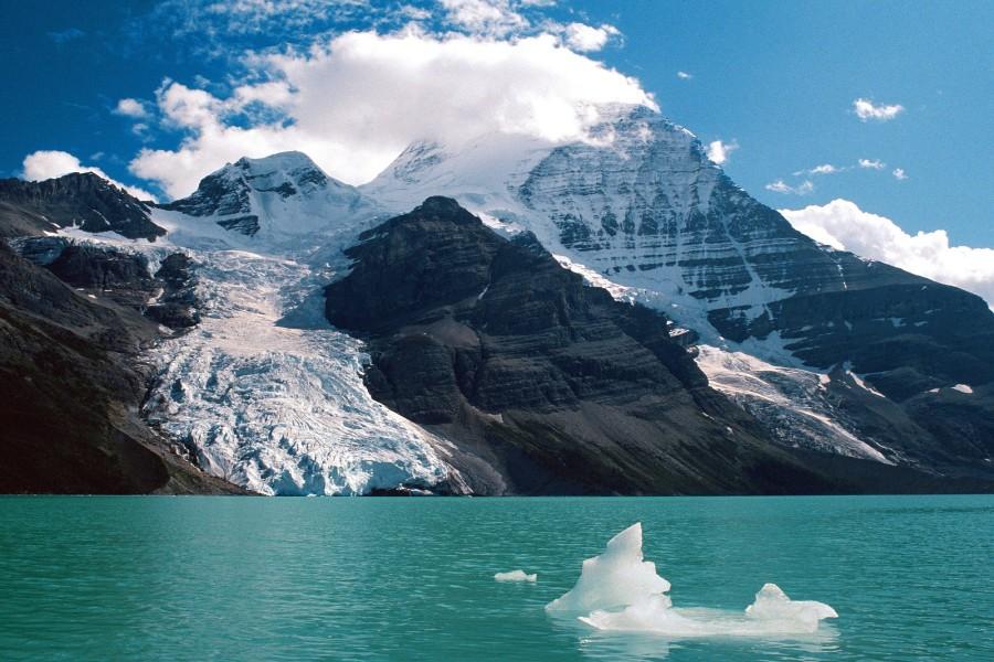 Monte Robson y el lago Berg (Montañas Rocosas canadienses)