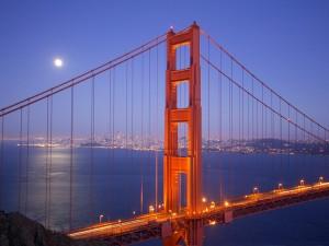 Luna sobre el puente de San Francisco