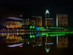 Luces en la noche de Singapur