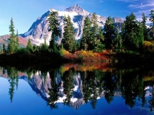 Reflejo del Monte Shuksan