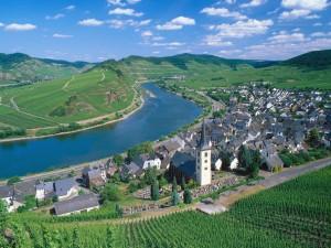 Ciudad de Bremm y el río Mosela (Alemania)