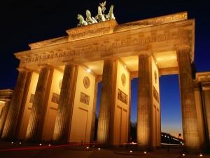 Puerta de Brandenburgo iluminada (Berlín, Alemania)