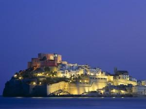Luces en el castillo de Peñíscola (Castellón, España)