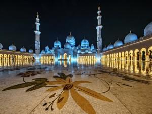 Noche en la Mezquita Sheikh Zayed (Abu Dhabi, Emiratos Árabes Unidos)