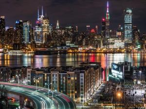 Panorama de la ciudad de Nueva York al anochecer
