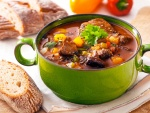 Estofado de carne con verduras y pan