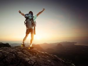 Conquista de la montaña a la salida del sol