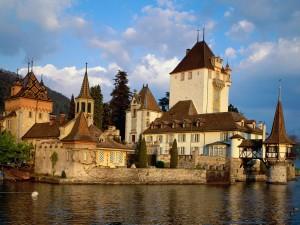 Castillo Oberhofen (Suiza)