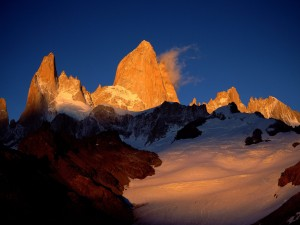 Sol iluminando el Monte Fitz Roy (Patagonia, Argentina)