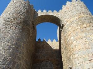 Puerta de entrada a la ciudad amurallada de Ávila