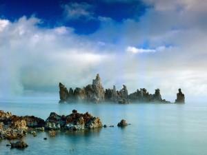Nubes sobre el lago Mono