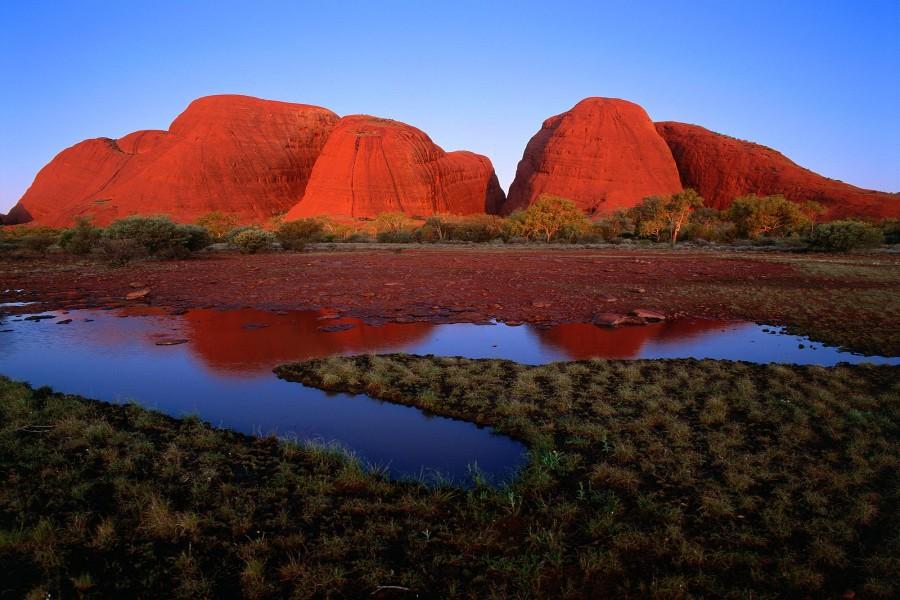 Sol sobre Kata Tjuta (Monte Olga), Australia