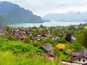 Hermosas casas a orillas del lago