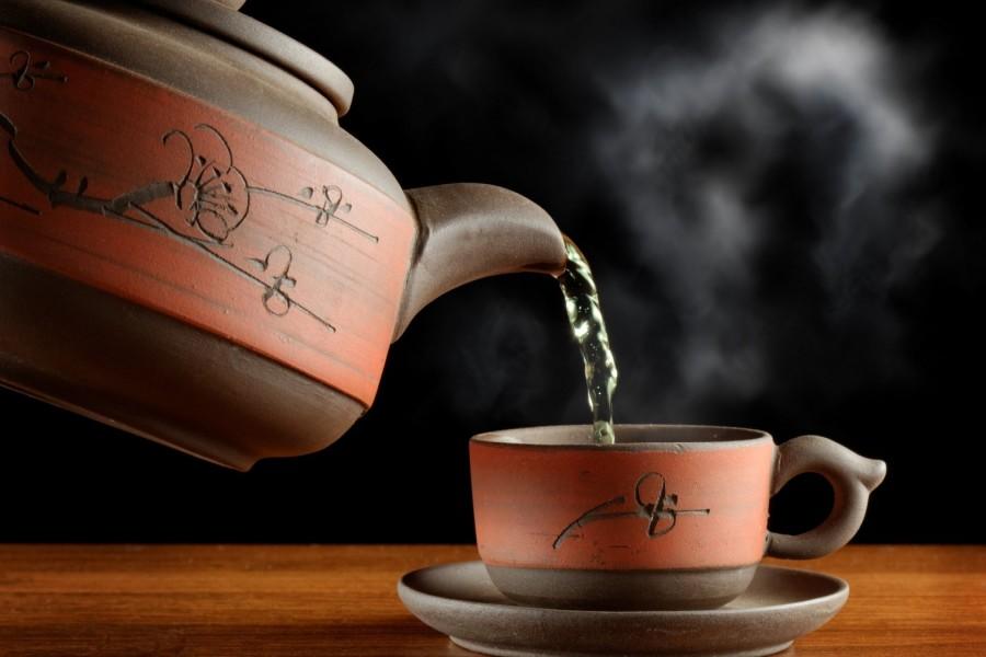 Sirviendo el té