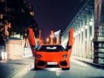 Lamborghini Aventador con las puertas abiertas