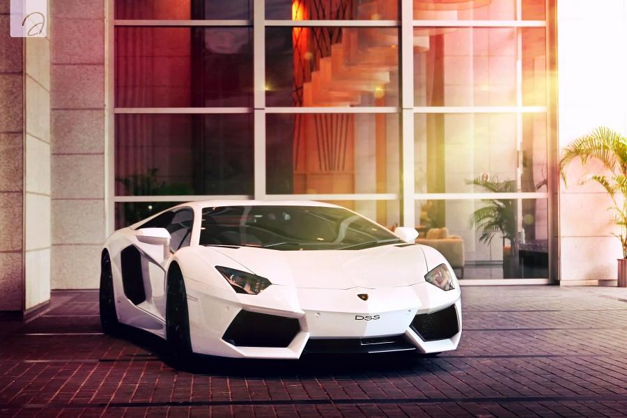 Lamborghini Aventador de color blanco
