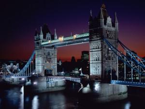 Puente de la Torre visto en la noche (Londres, Inglaterra)