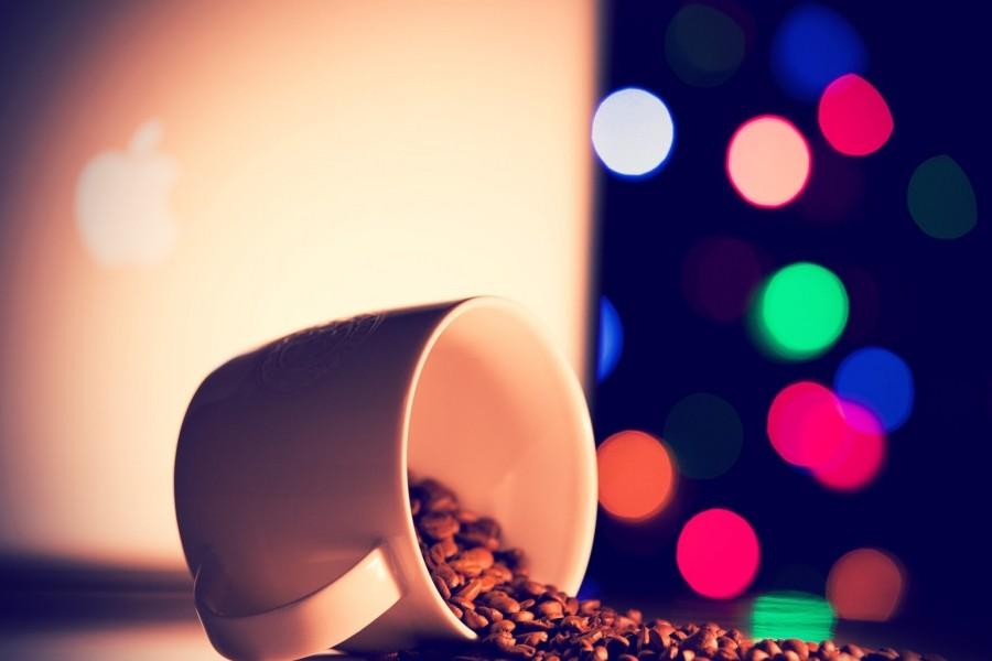 Granos de café en una taza