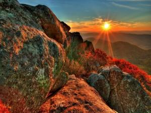 Puesta de sol en la montañas