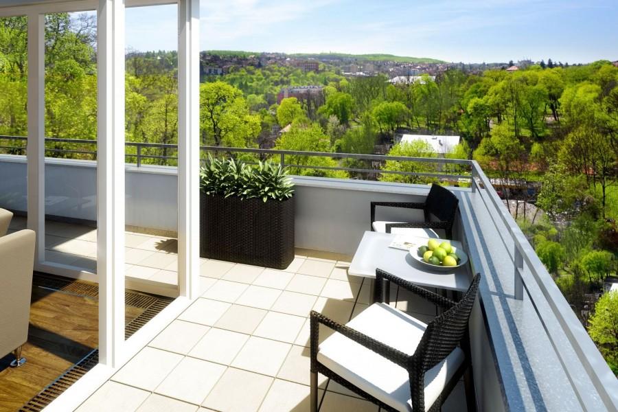 Reluciente balcón al exterior