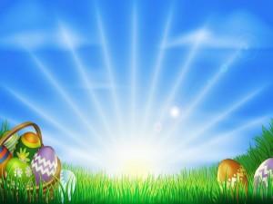 Huevos pintados para Pascua iluminados por los rayos del sol