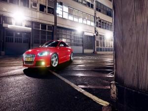 Audi TT Coupe con las luces encendidas