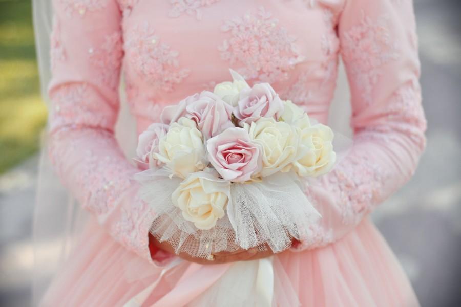 Rosas en un ramo de novia