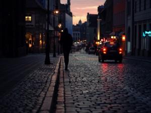 La noche cae sobre la ciudad