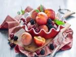 Fruta variada en un cuenco
