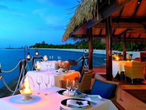 Elegante comedor frente al mar