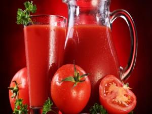 Jugo de tomates frescos