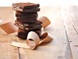Galletas de chocolate rellenas de crema de cacao