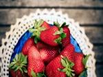 Ricas fresas sobre la mesa