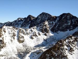 Montañas de Andorra cubiertas de nieve