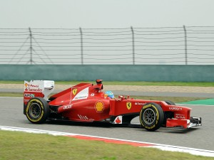 Fernando Alonso pilotando un Ferrari