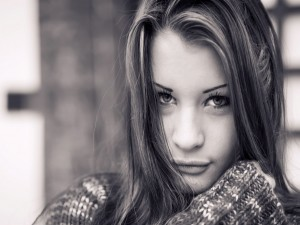 Chica en blanco y negro