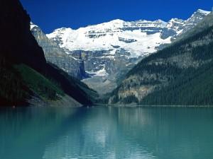 Bellos colores en el lago Louise (Montañas Rocosas canadienses)