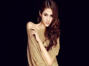 Hermosa modelo asiática
