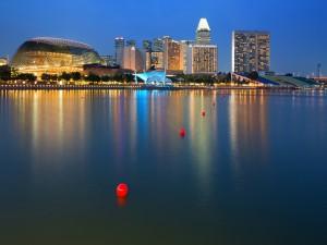Edificios iluminados en Singapur
