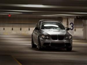 BMW en un garaje