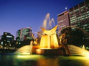 Fuente iluminada en Victoria Square (Adelaide, Australia)