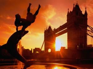 Sol iluminando el Puente de la Torre (Londres, Inglaterra)